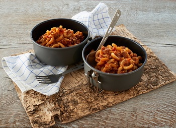 Trek'n Eat Spicy Beef Casserole + Noodles Camping & Backpacking Food, Black